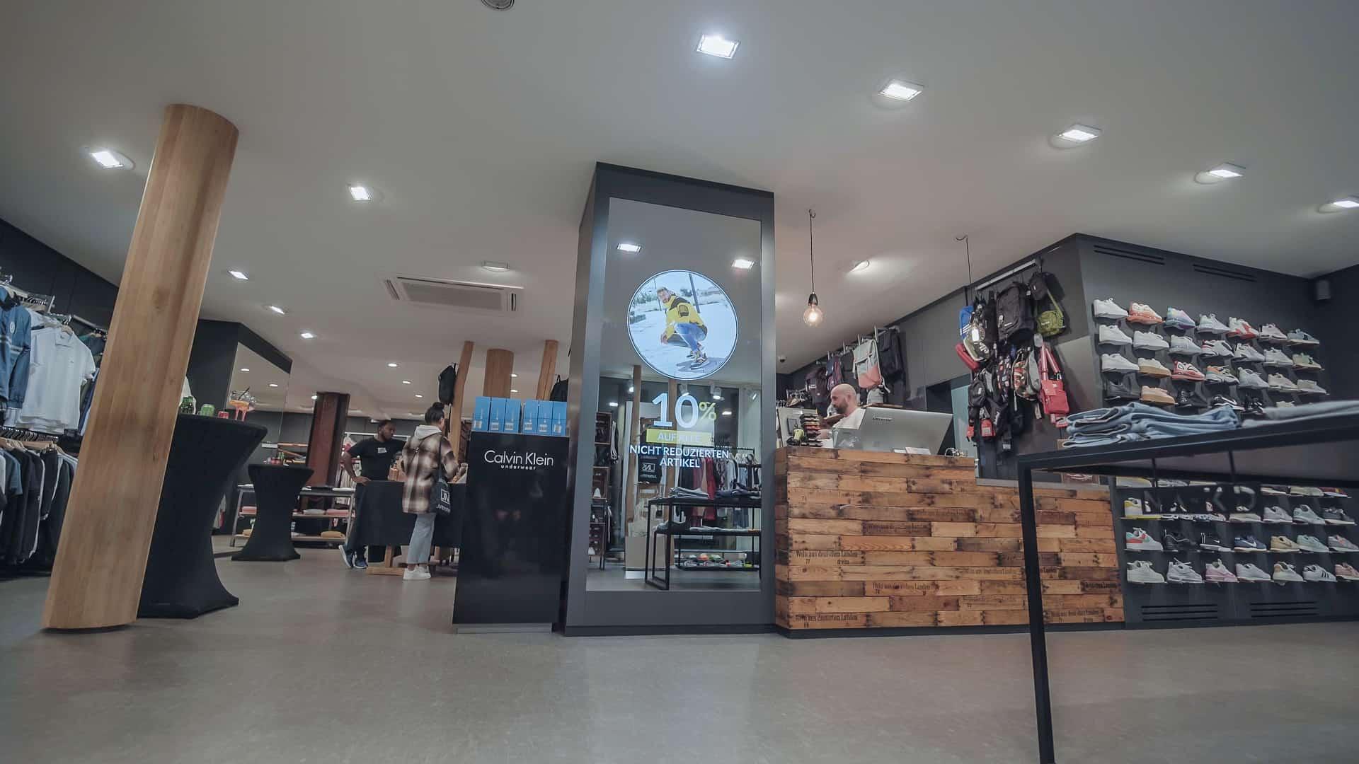 smart-mirror-shop-retail